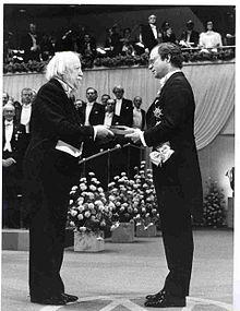 Golding receives nobel prize.jpg