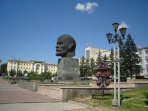 http://upload.wikimedia.org/wikipedia/ru/thumb/6/6a/LeninUU.JPG/300px-LeninUU.JPG
