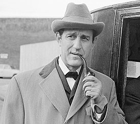 Douglas Wilmer's Holmes in The Man with the Twisted Lip (BBC, 1965) cropped.jpg