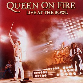Обложка альбома Queen «Queen on Fire – Live at the Bowl» (2004)
