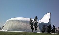Культурный центр Гейдара Алиева 2.jpg