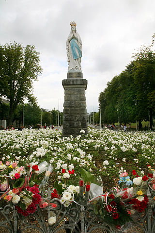http://upload.wikimedia.org/wikipedia/ru/thumb/6/6e/Lourdes-002.jpg/320px-Lourdes-002.jpg