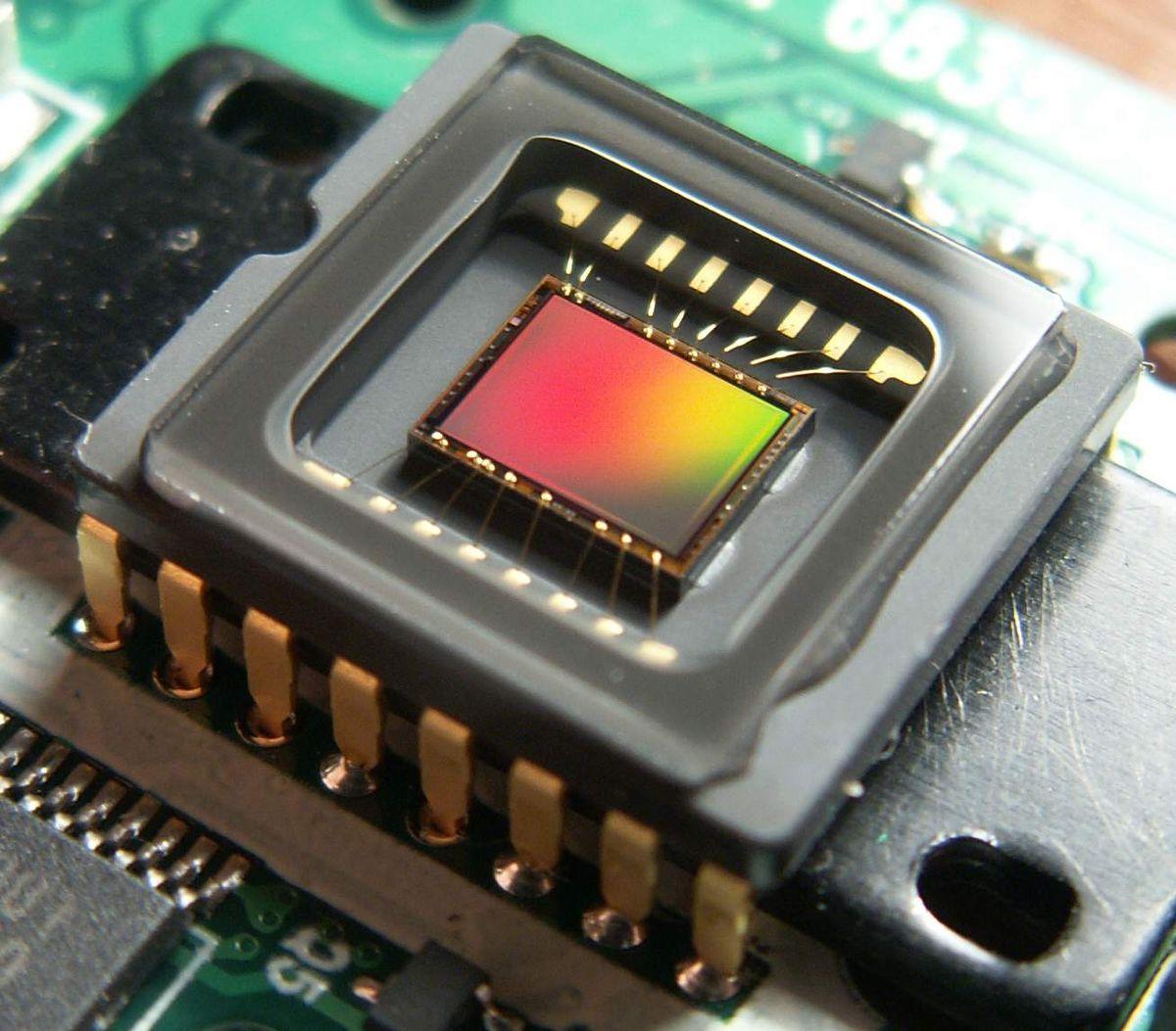 Где купить видеокамеру для оцифровки старых видеокассет (8 mm .