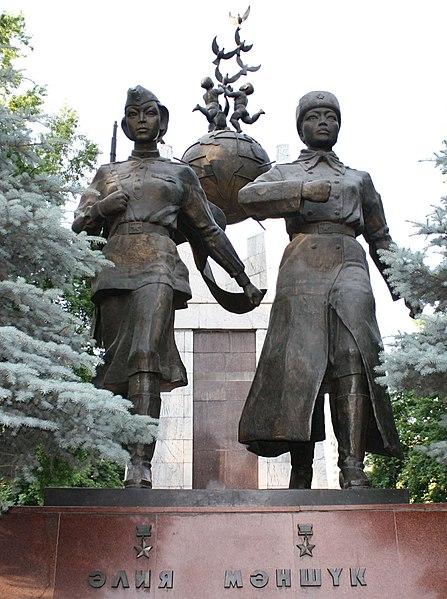 447px-Statue_of_Aliya_Moldagulova_and_Ma