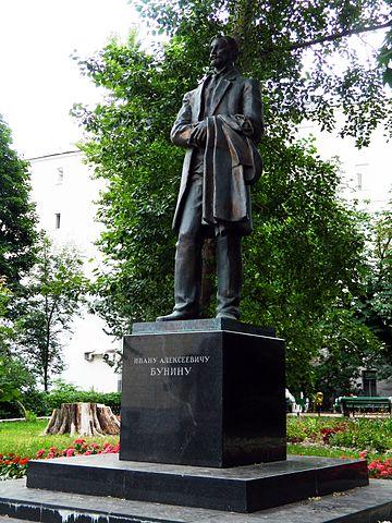 Памятник И. А. Бунину в Москве, установленный в 2007 году. Памятники писателю есть также в Воронеже, Орле и других городах