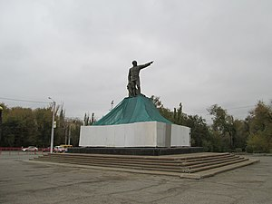 Monument to Dzerzhinsky in Volgograd 03.jpg