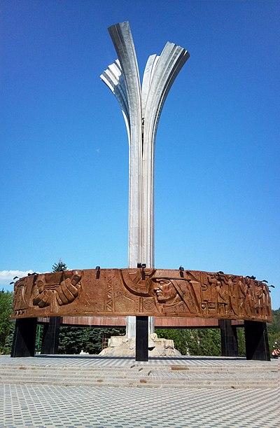 Мемориальный комплекс с крестом Лениногорск Мемориальный комплекс с арками и колонной Пушкино