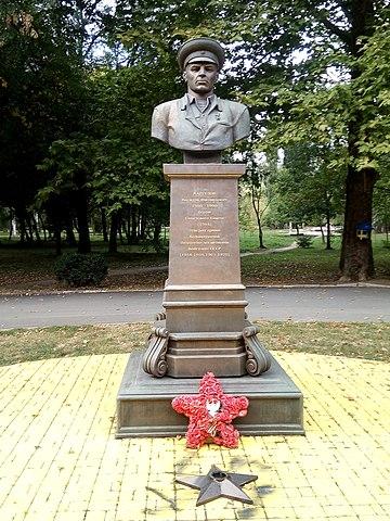 Бюст Маргелову В. Ф. в Симферополе