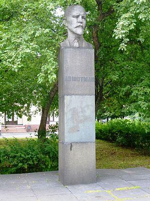 Памятник из цветного гранита Медвежьегорск Памятник Роза из двух видов гранита Невинномысск