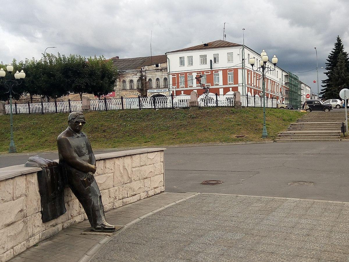 памятник ошанину в рыбинске фото параболические