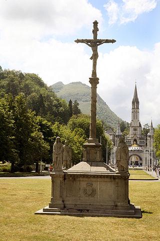http://upload.wikimedia.org/wikipedia/ru/thumb/8/8b/Lourdes-004.jpg/320px-Lourdes-004.jpg