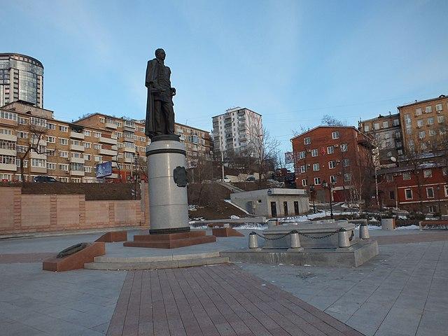 Памятник и могила Муравьёва-Амурского во Владивостоке