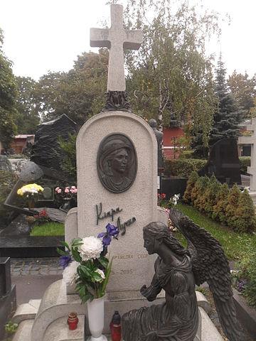 Могила Лучко на Новодевичьем кладбище Москвы.