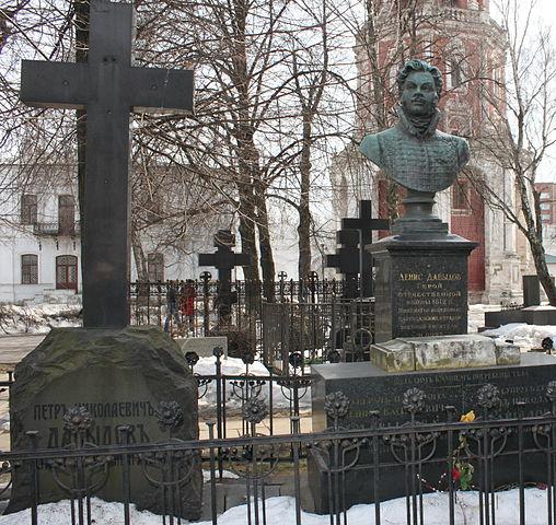 Могила Д.В.Давыдова на Новодевичьем кладбище.