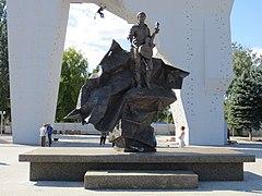 Мемориальный комплекс с барельефом в человеческий рост Нагатинская памятник с семейный Дальнегорск