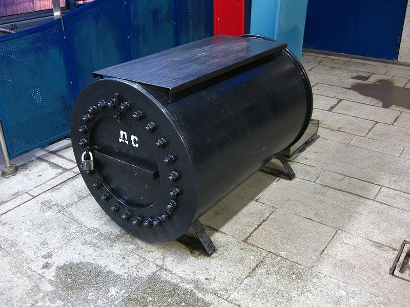 https://upload.wikimedia.org/wikipedia/ru/thumb/9/9e/Bomb_cont.JPG/800px-Bomb_cont.JPG