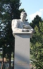 Памятник Бахтияру Вагабзаде в Шеки.jpg