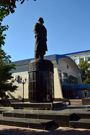 Памятники в элисте описание фото памятники архитектуру 30 х годов 20 века