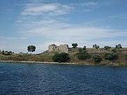 Руины на греческом побережье Эгейского моря.