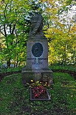 Памятник на могилу Инта Лампадка из покостовского гранита Байкальск