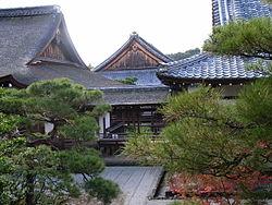 http://upload.wikimedia.org/wikipedia/ru/thumb/b/b3/Ninnaji_10.jpg/250px-Ninnaji_10.jpg