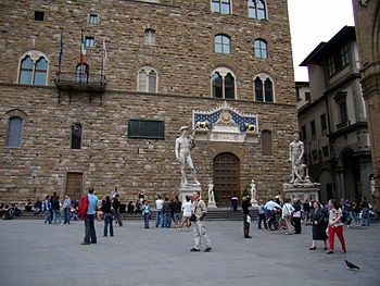 http://upload.wikimedia.org/wikipedia/ru/thumb/b/be/Piazza_della_Signoria_1.JPG/350px-Piazza_della_Signoria_1.JPG