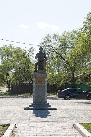 Памятник Леониду Гайдаю в г. Свободном