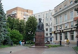 Нижний Новгород. Памятник Свердлову на улице Большая Покровская.jpg