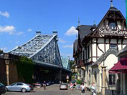 Один из видов на мост с площади
