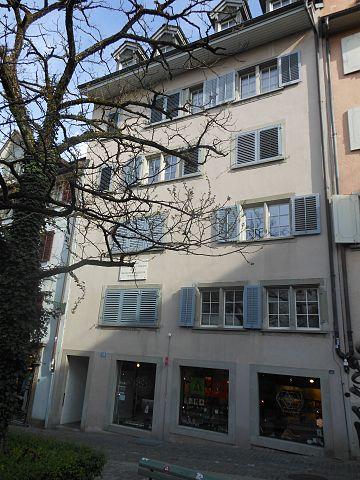 В этом доме в Цюрихе Ленин жил с 21 февраля 1916 по 2 апреля 1917 года. Надпись на доске гласит: «Вождь русской революции»
