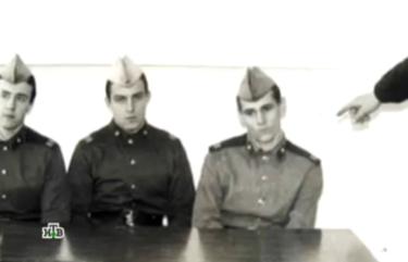 Сергей Ягмурджи (справа) на следственном эксперименте