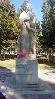 Памятник с крестом Речной вокзал Лампадка из лезниковского гранита Шелехов