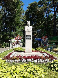 Belinsky park Penza bust 2.JPG