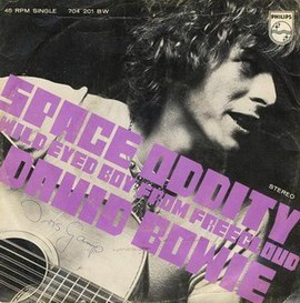 Обложка сингла Дэвида Боуи «Space Oddity» (1969)