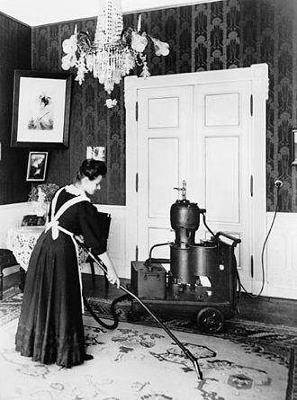 Один из первых пылесосов— Elmo производства компании «Сименс», 1906г.
