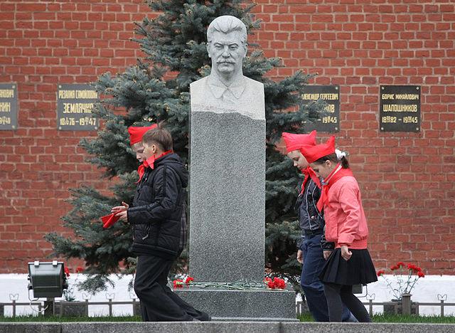 Надгробный памятник И.В.Сталину у Кремлёвской стены. 2011г.