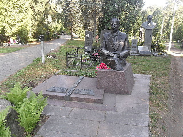 Могила Бровки на Восточном кладбище Минска.