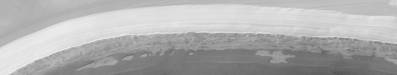 Замерзшая вода на Северной полярной шапке Марса