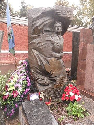 Памятник В. Ф. Маргелову на Новодевичьем кладбище Москвы