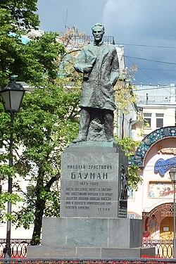 Памятник Бауману (Елоховская площадь).jpg