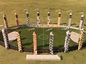 Поле для Квиддича 300px-Terrain_Quidditch_Harry_Potter
