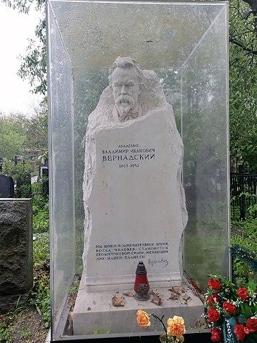 Памятник В.И.Вернадскому, Новодевичье кладбище