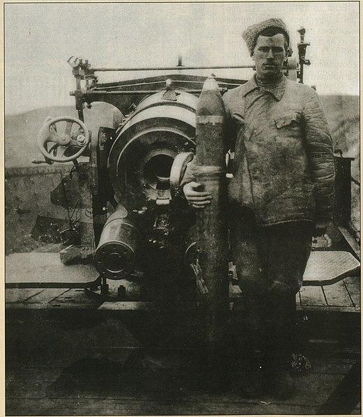Файл:Артиллерист бронепоезда белой армии.jpg