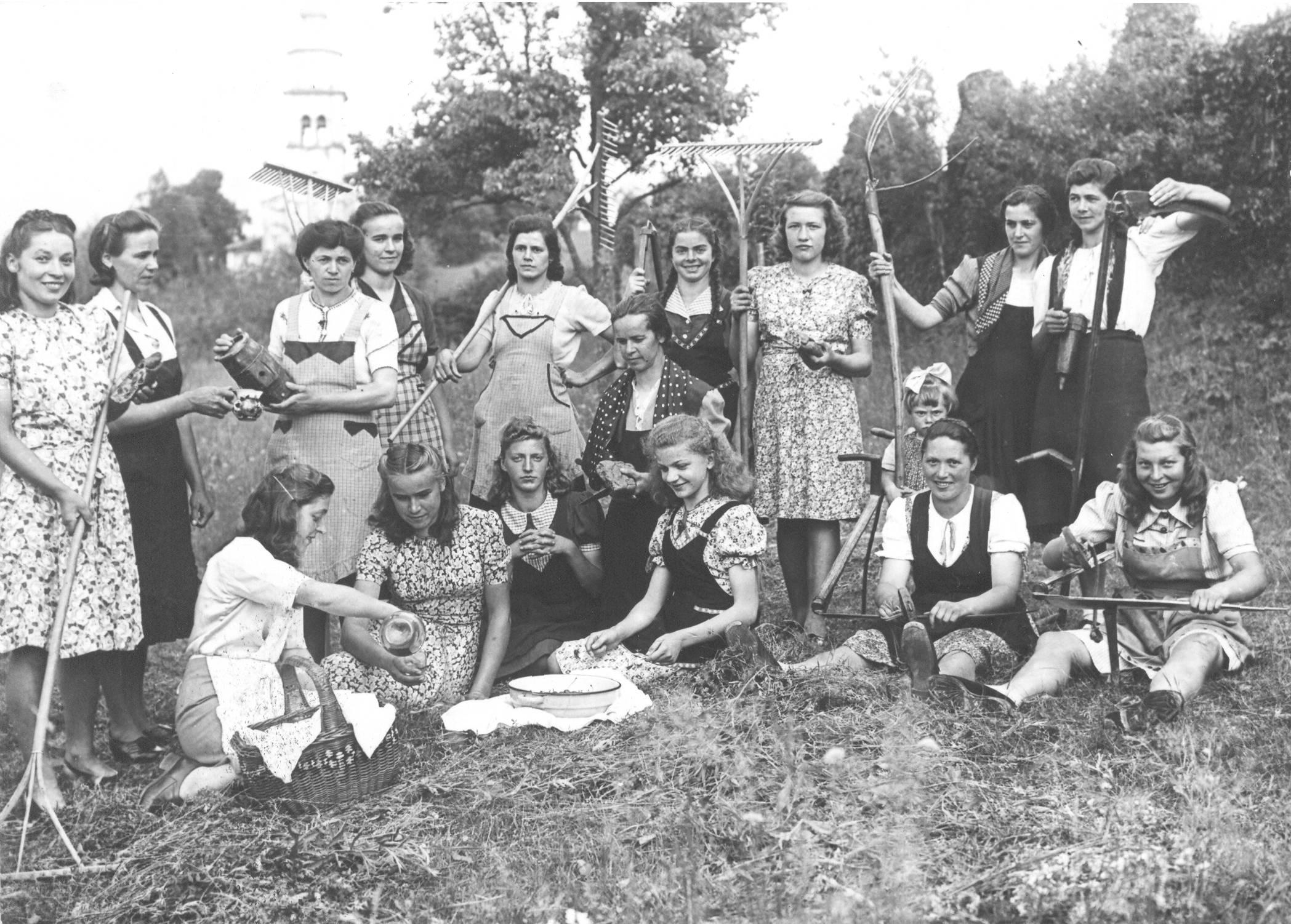 Image result for žene i oficiri kraljevine jugoslavije