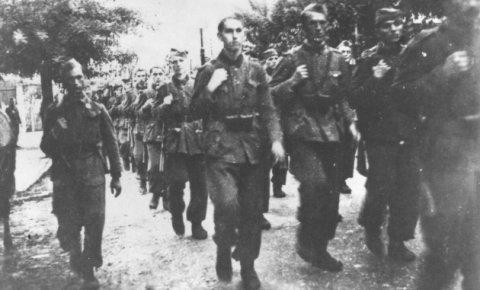 Datoteka:Jedinice Trećeg korpusa u Tuzli 1943.jpg