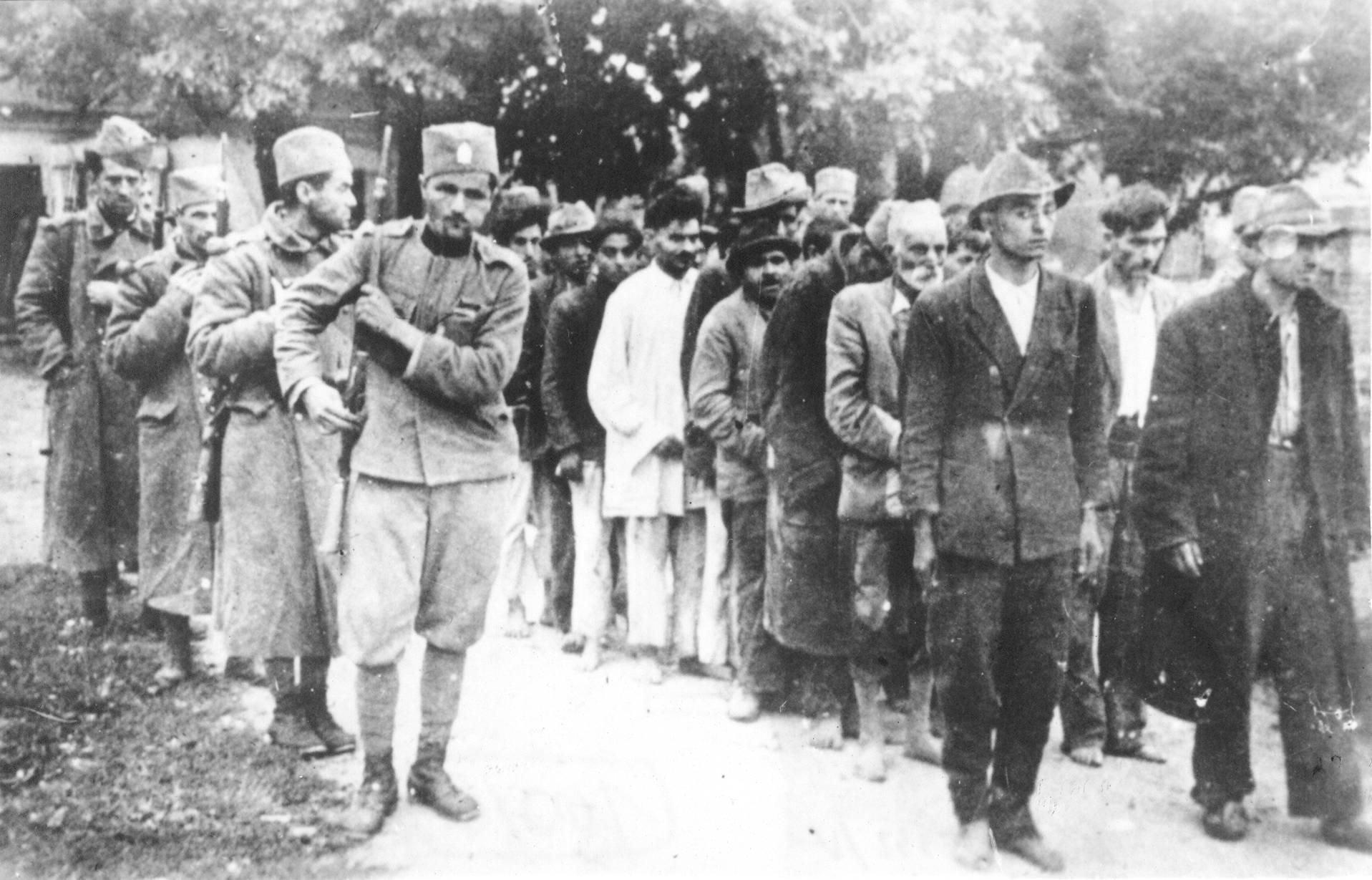 https://upload.wikimedia.org/wikipedia/sh/7/72/Cetnici_sprovode_narod_na_streljanje.jpg