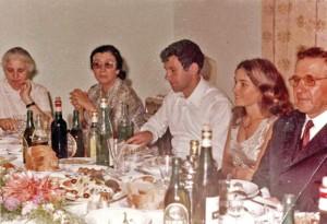 Mehmet-shehu-me-familjen-300x205.jpg