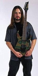 http://upload.wikimedia.org/wikipedia/sq/thumb/5/55/John_Petrucci_4.jpg/150px-John_Petrucci_4.jpg