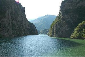 Liqenet më të mëdhenj te Shqiperise 300px-Liqeni-i-fierzes