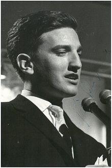 Stevan Kragujevic, Vice Vukov 1936- 2008, zvezda Opatijskog festivala, jugoslovenski i hrvatski pevac, kasnije politicar i publicista.jpg